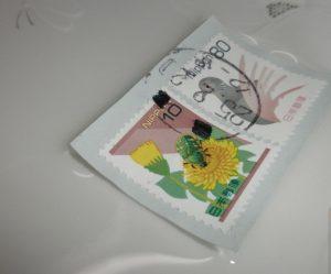 切手を水で濡らしてはがす方法